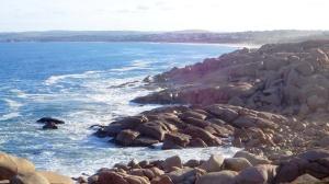 Hullámok a szikláknál
