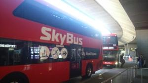 Emeletes busz torlódás
